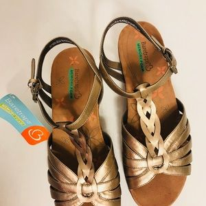 0140a0fc4 BareTraps Shoes - BareTrap Honora NWT memory foam wedge 9.5 sandals